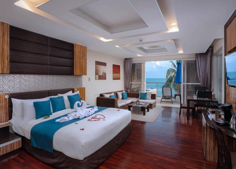 Jacuzzi Seaview Suite Royal Beach Samui